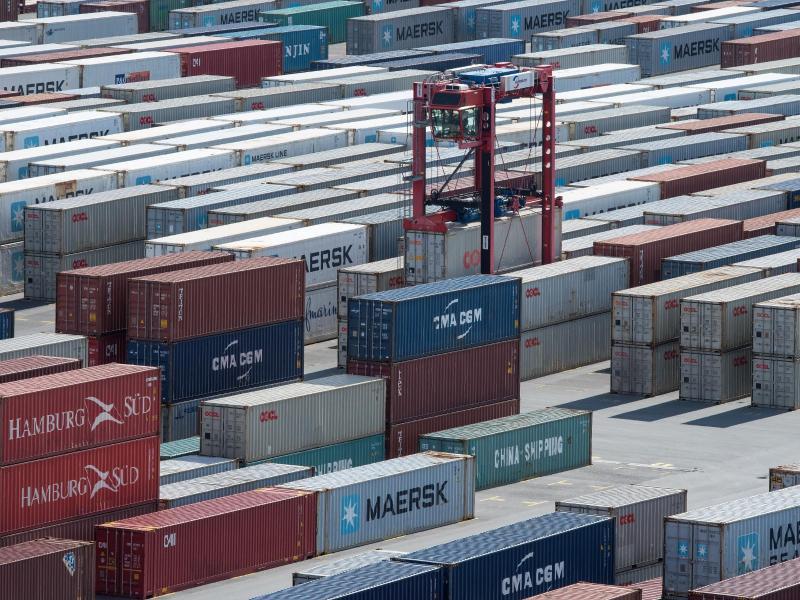 Bild zu Containerumschlag