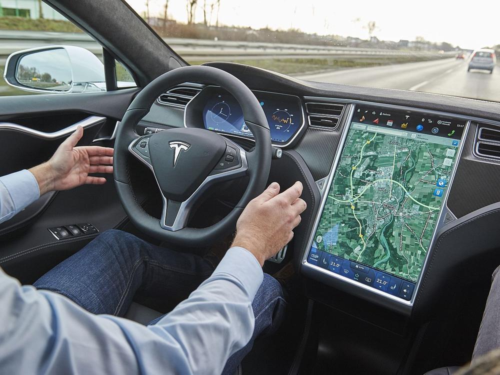 Bild zu ADAC testet Tesla-Autopiloten