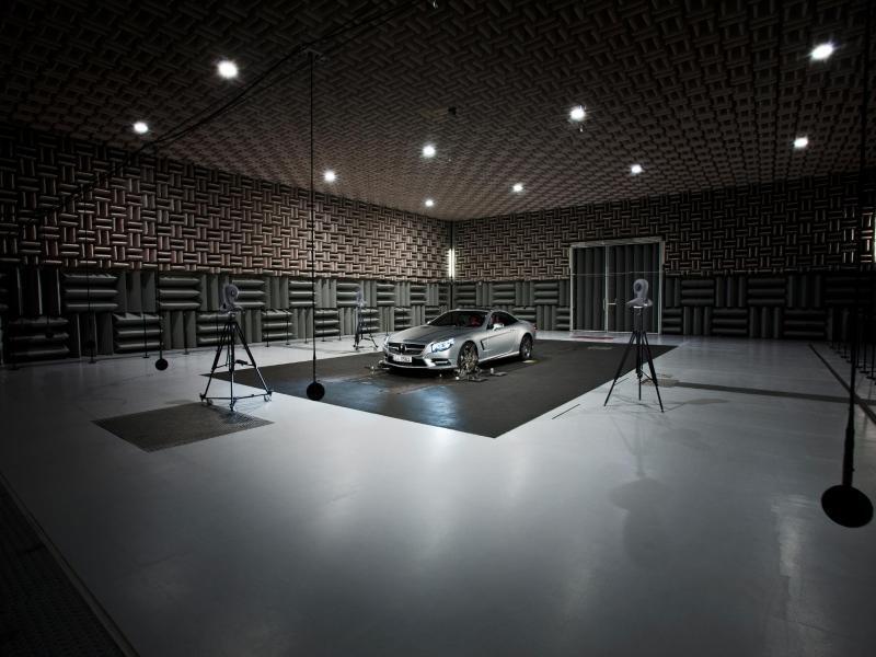 Bild zu Akustiklabor von Mercedes-Benz