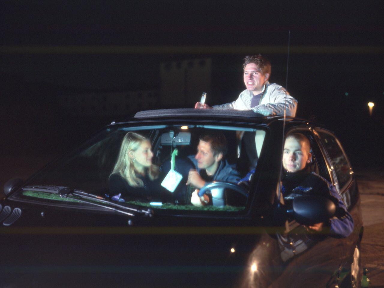 Bild zu Alkohol und Autofahren: Aus Sicherheitsgründen sollte man darauf verzichten