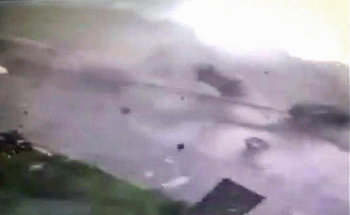 Bild zu Tornado, Autos, Wirbel, Sog, Luft