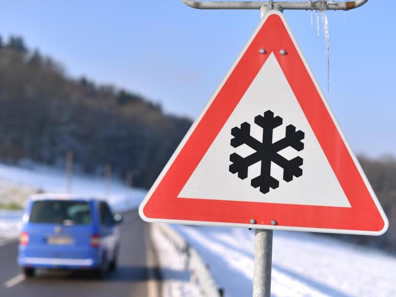 Bild zu Winterliche Straßenglätte
