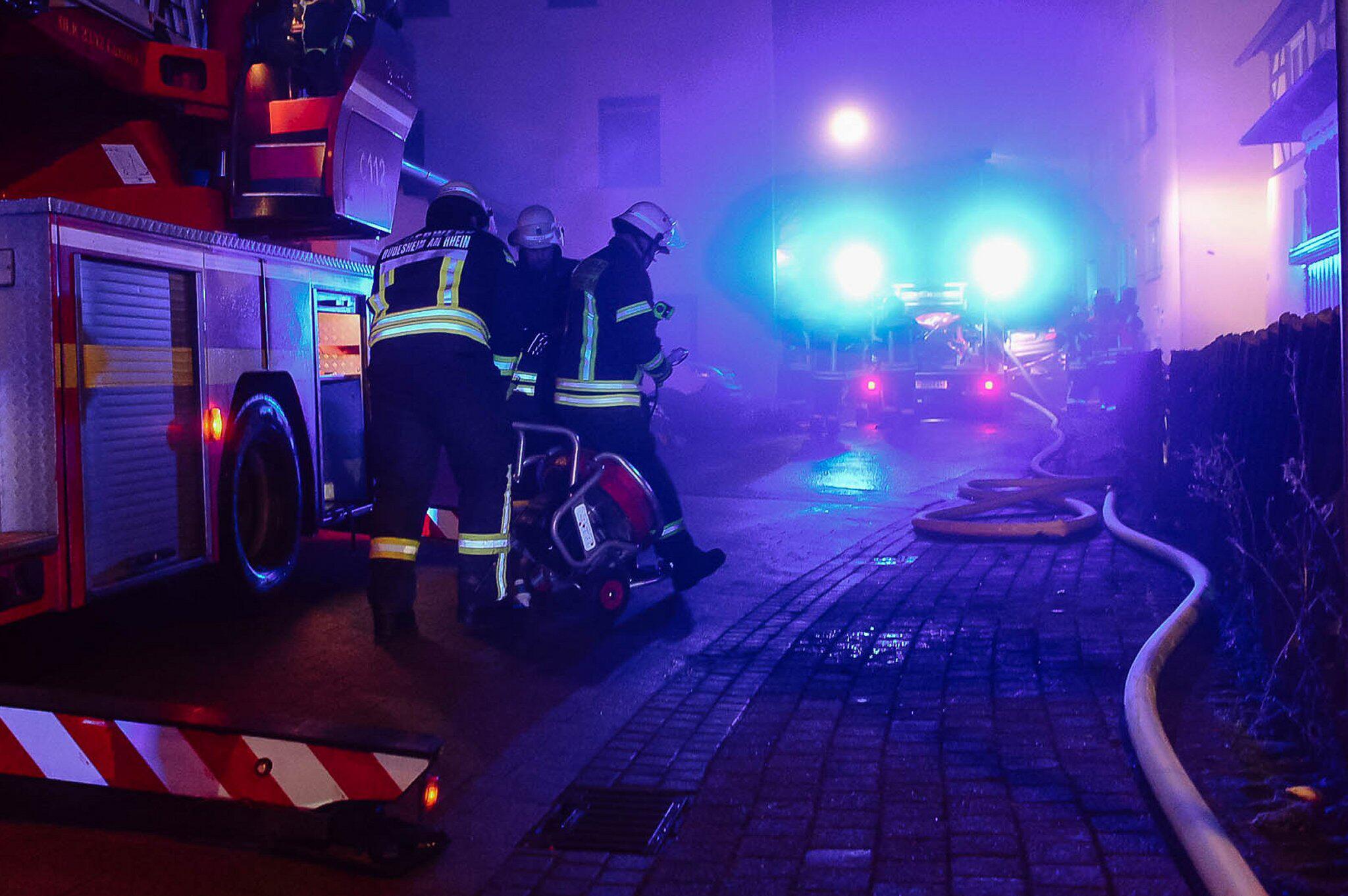 Bild zu Siebenjähriges Kind stirbt bei Wohnungsbrand