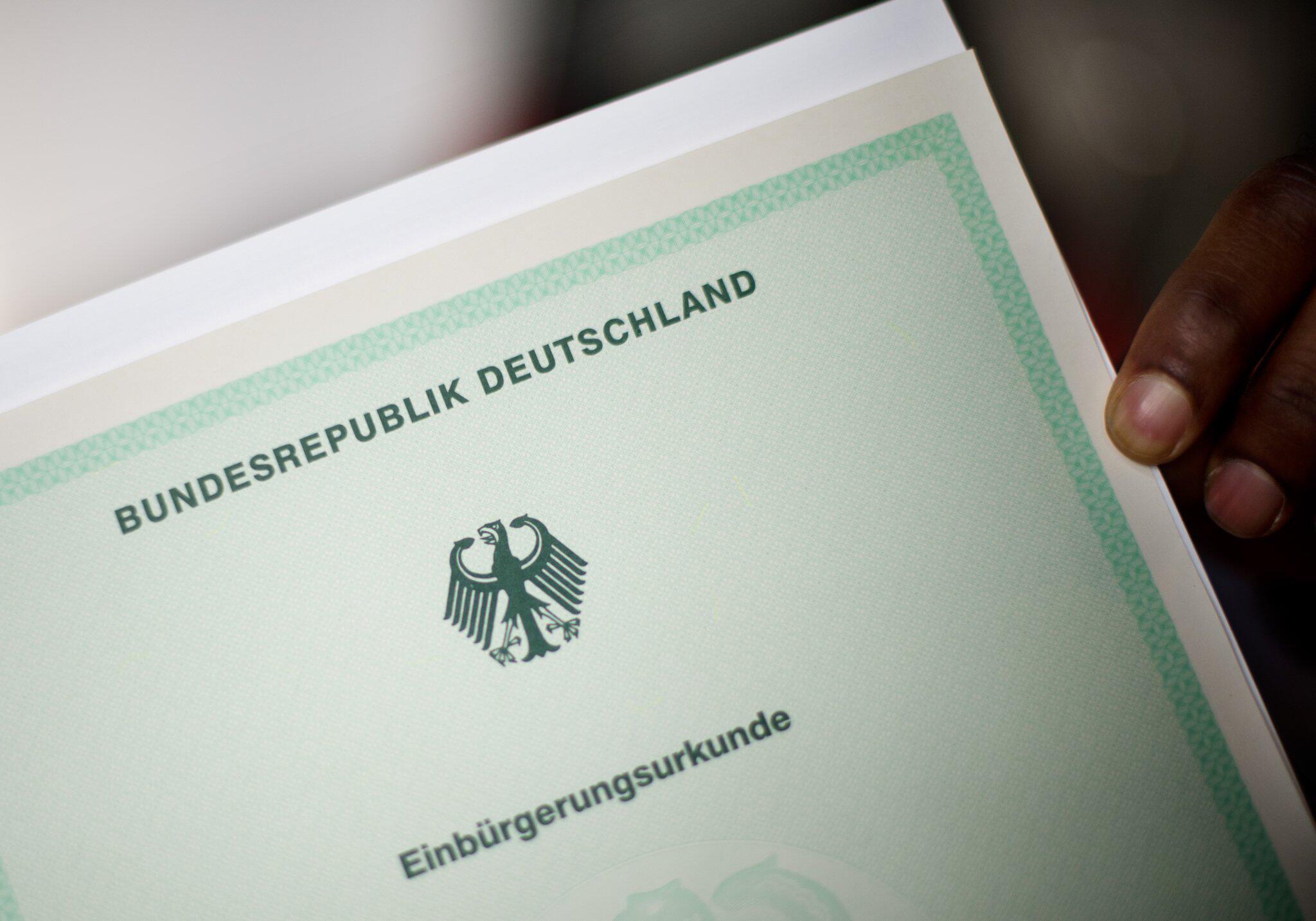 Bild zu Einbürgerung