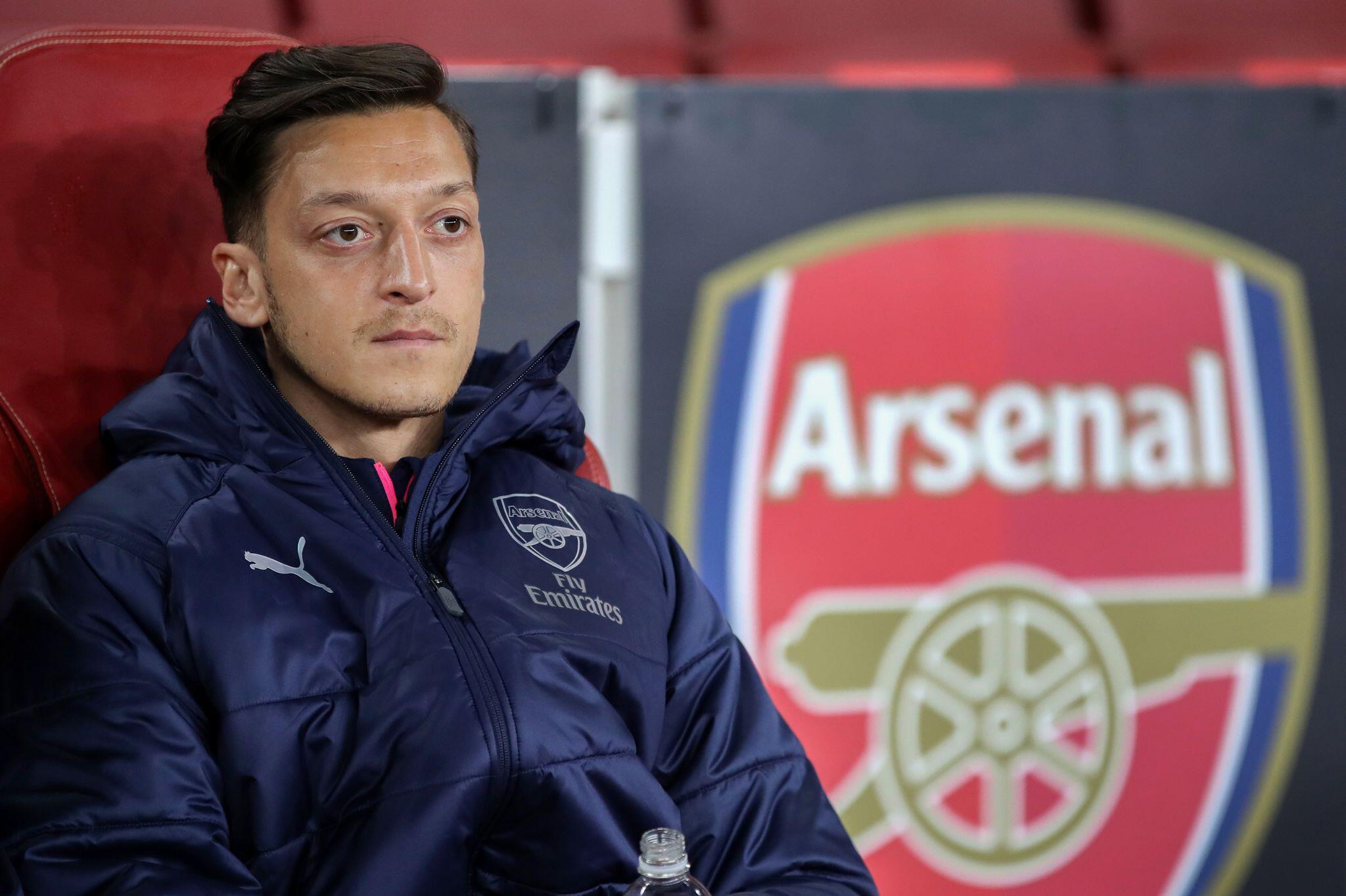 Bild zu Özil will Arsenal-Vertrag aussitzen