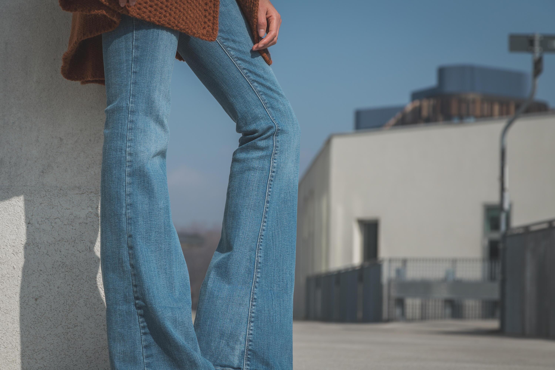 Bild zu frau, mode, accessoires, trend, 2021, must have, schmuck, kosmetik, sonnenbrille, kleidung, fashion