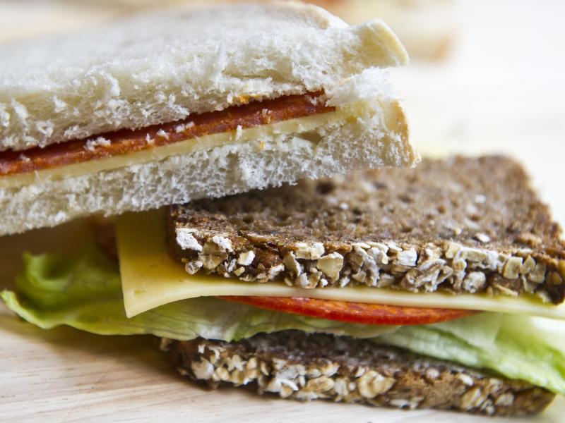 Bild zu Vollkornbrot mit Salat