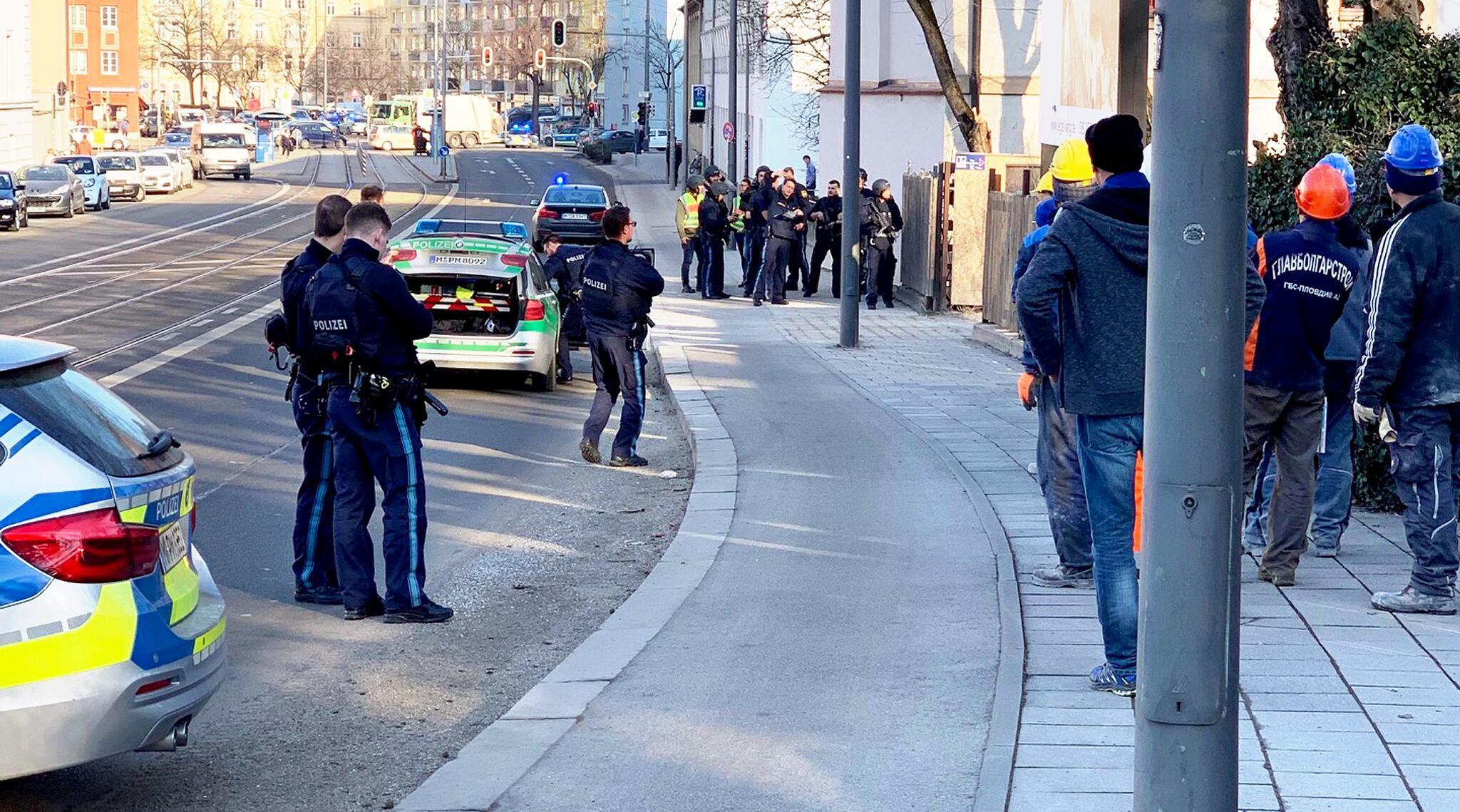 Bild zu Zwei Tote bei Schüssen auf Baustelle in München