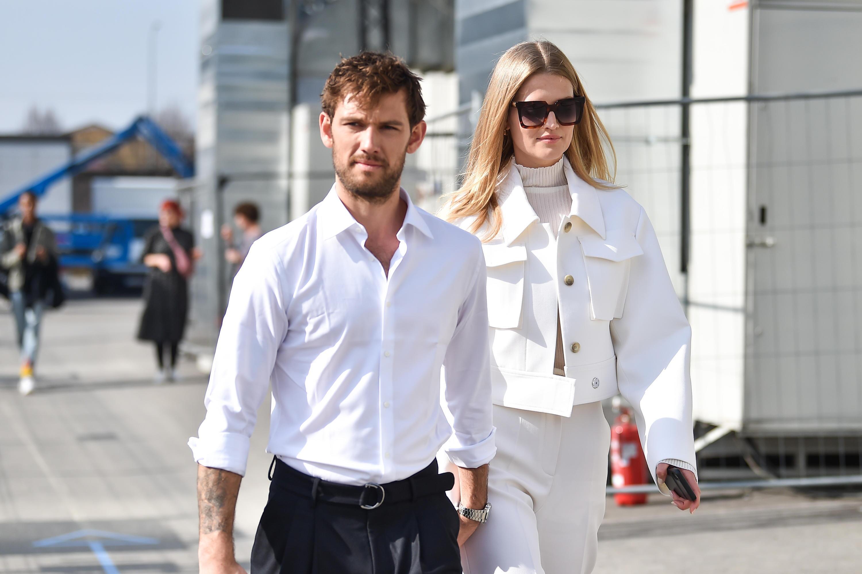 Bild zu Alex Pettyfer und Toni Garrn haben geheiratet, hier bei der Modeschau in Mailand Ende Februar.