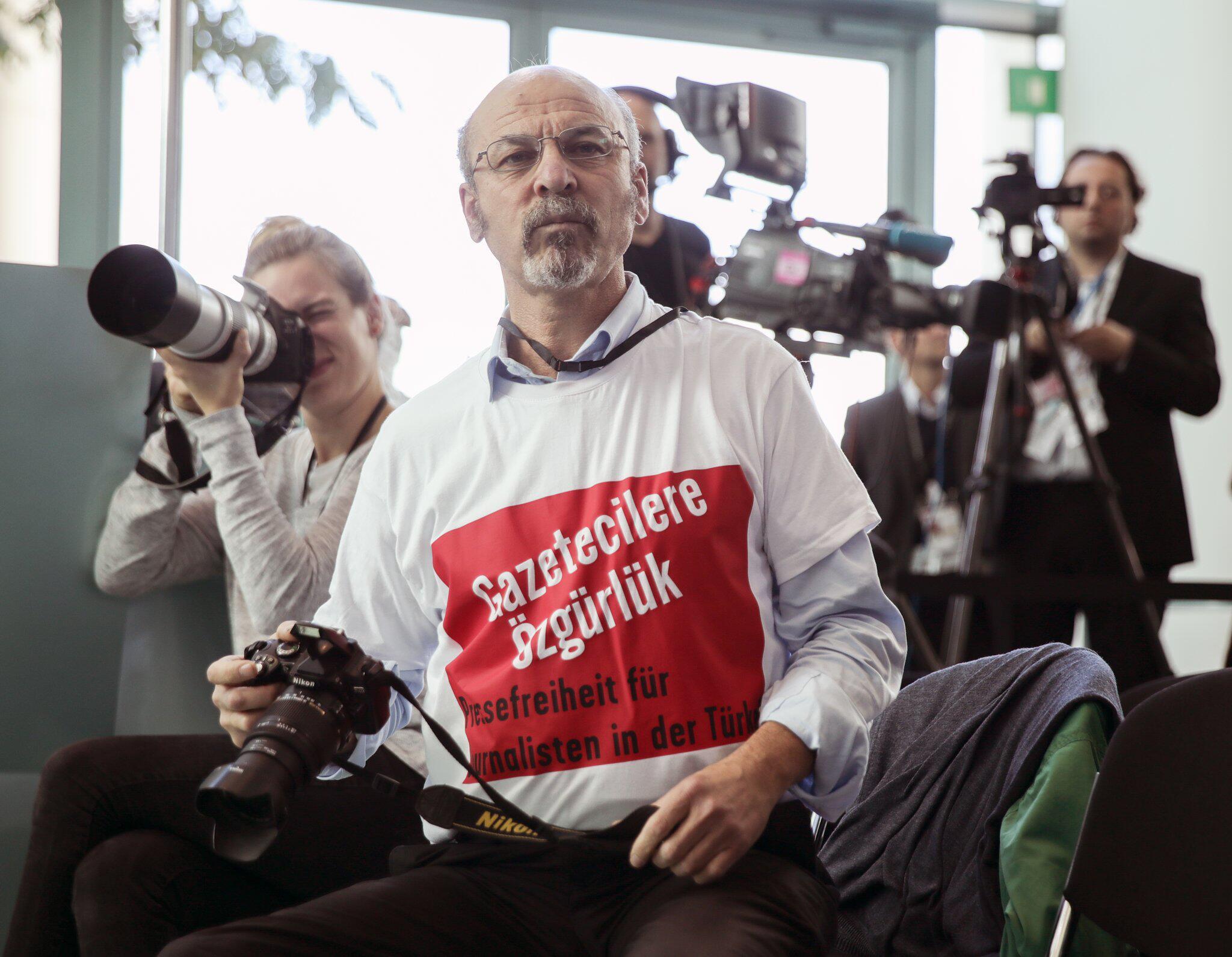 Bild zu Deutschland weist türkischen Erdogan-Kritiker aus