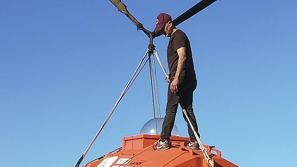 Rentner will Atlantik in Sperrholztonne überqueren