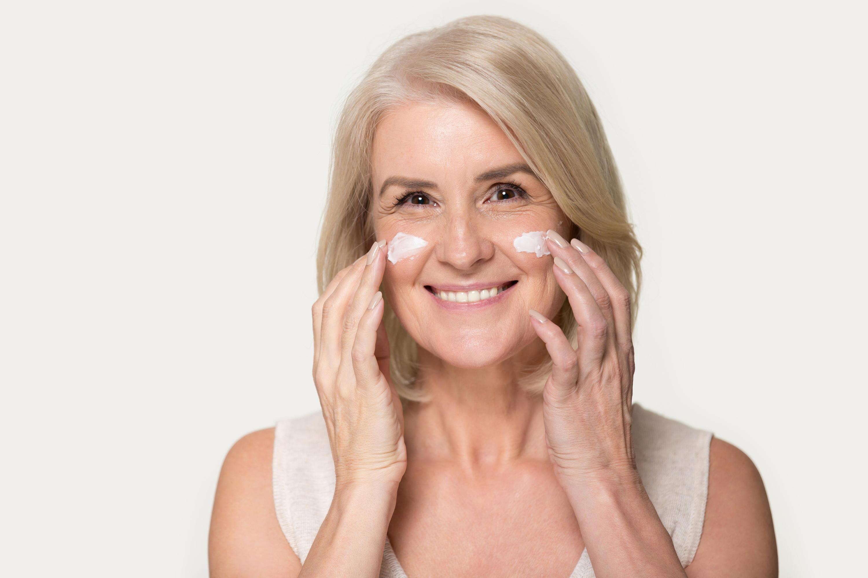 Bild zu haut, pflege, falten, anti age, kosmetik, tipps, hautpflege, creme, teint