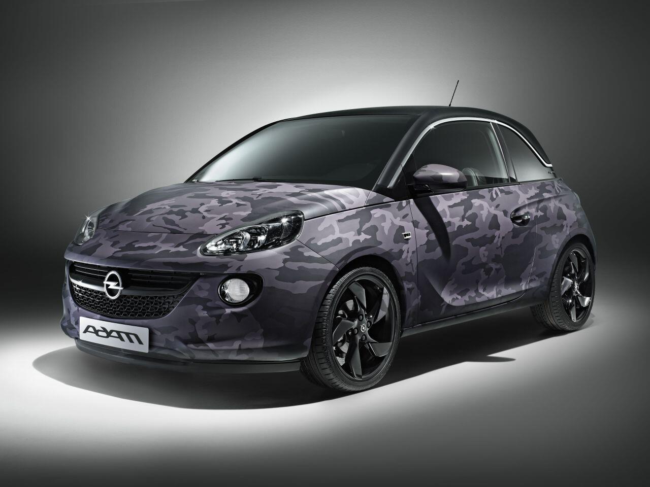 Bild zu Ein Opel Adam in Camouflage: Zehn solcher Exemplare von Bryan Adams entstehen