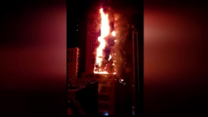 Bild zu Wolkenkratzer im Emirat Schardscha geht in Flammen auf