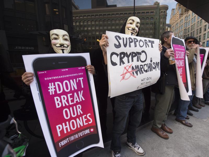 Bild zu «Knackt nicht unsere Telefone»