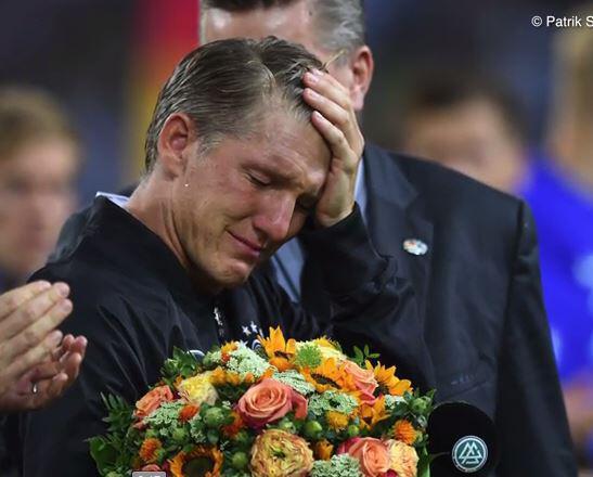 Bild zu Tränenreicher Schweini-Abschied: Deshalb war seine Ana nicht da!