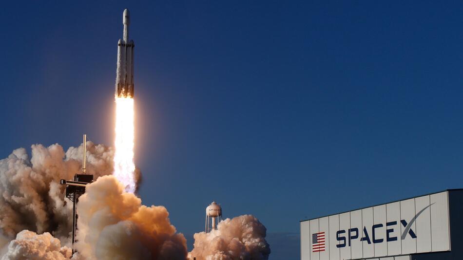 US-Unternehmen will mit SpaceX Touristen ins All schießen