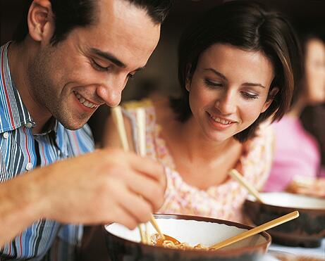 Bild zu Essen mit Stäbchen
