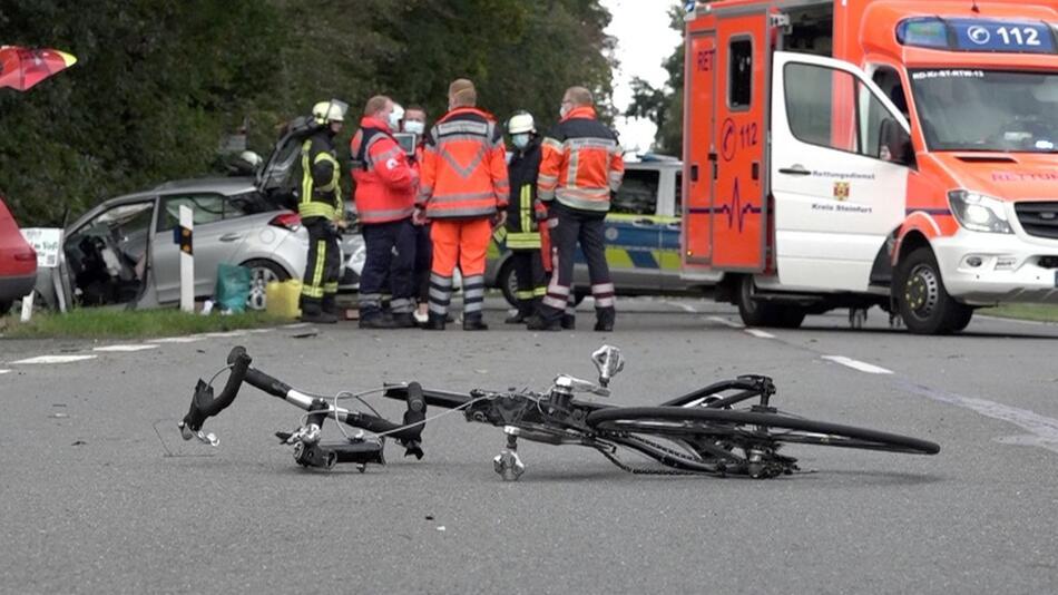 Frau in fünf Unfälle verwickelt - ein Toter
