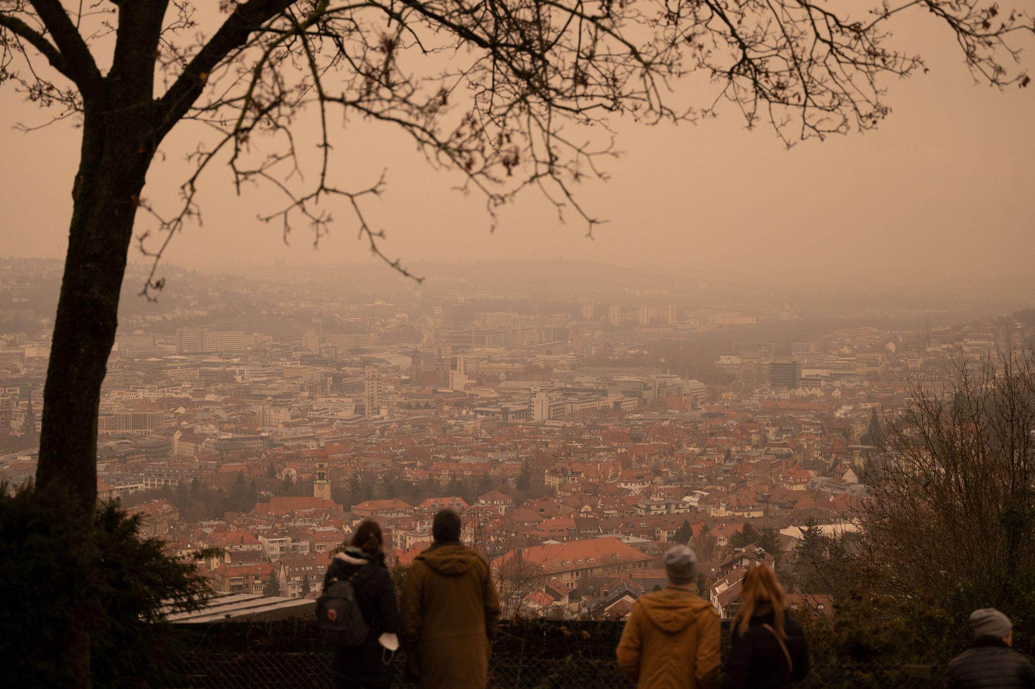 Bild zu Gefärbter Himmel über Stuttgart