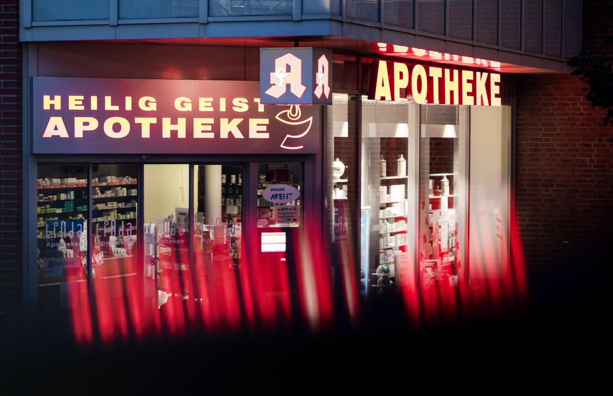 Bild zu Nach Todesfällen: Behörden schließen drei Apotheken in Köln