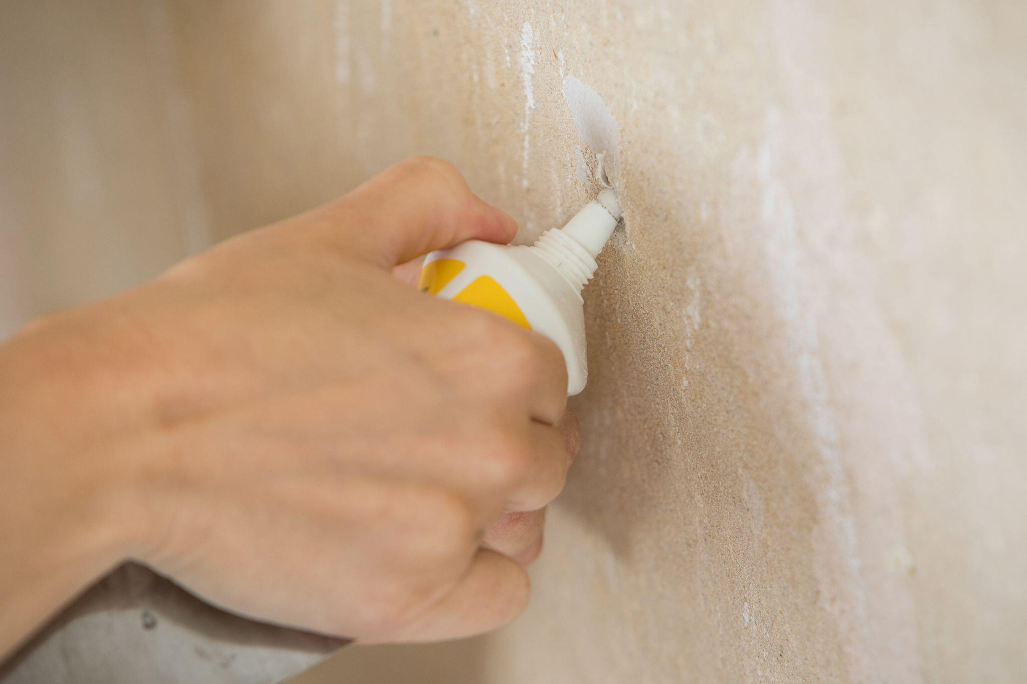 Bild zu Schönheitsreparaturen: Mieter müssen Dübellöcher beseitigen