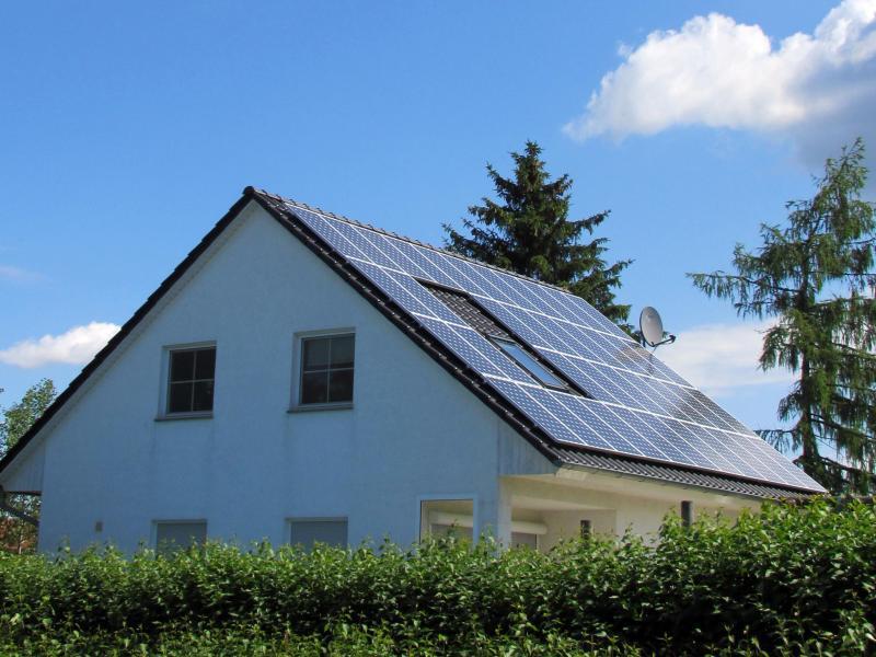 Bild zu Photovoltaikanlage auf einem Hausdach