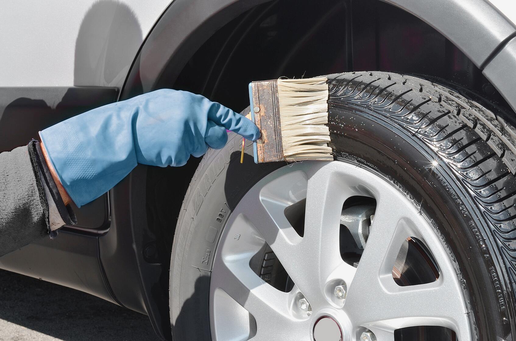 Bild zu Reinigung und Pflege von Reifen und Felgen