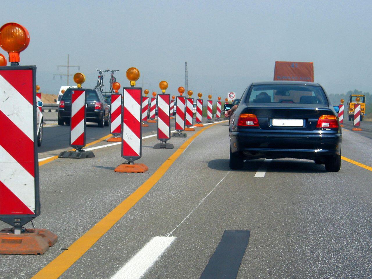 Bild zu Auf einer Autobahnbaustelle sollte man immer vorsichtig fahren