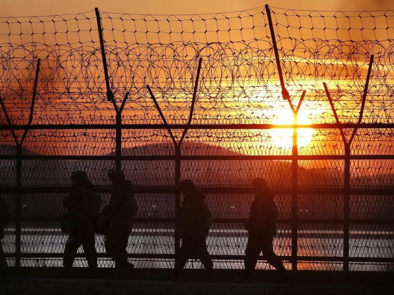Bild zu Patrouille bei Sonnenaufgang