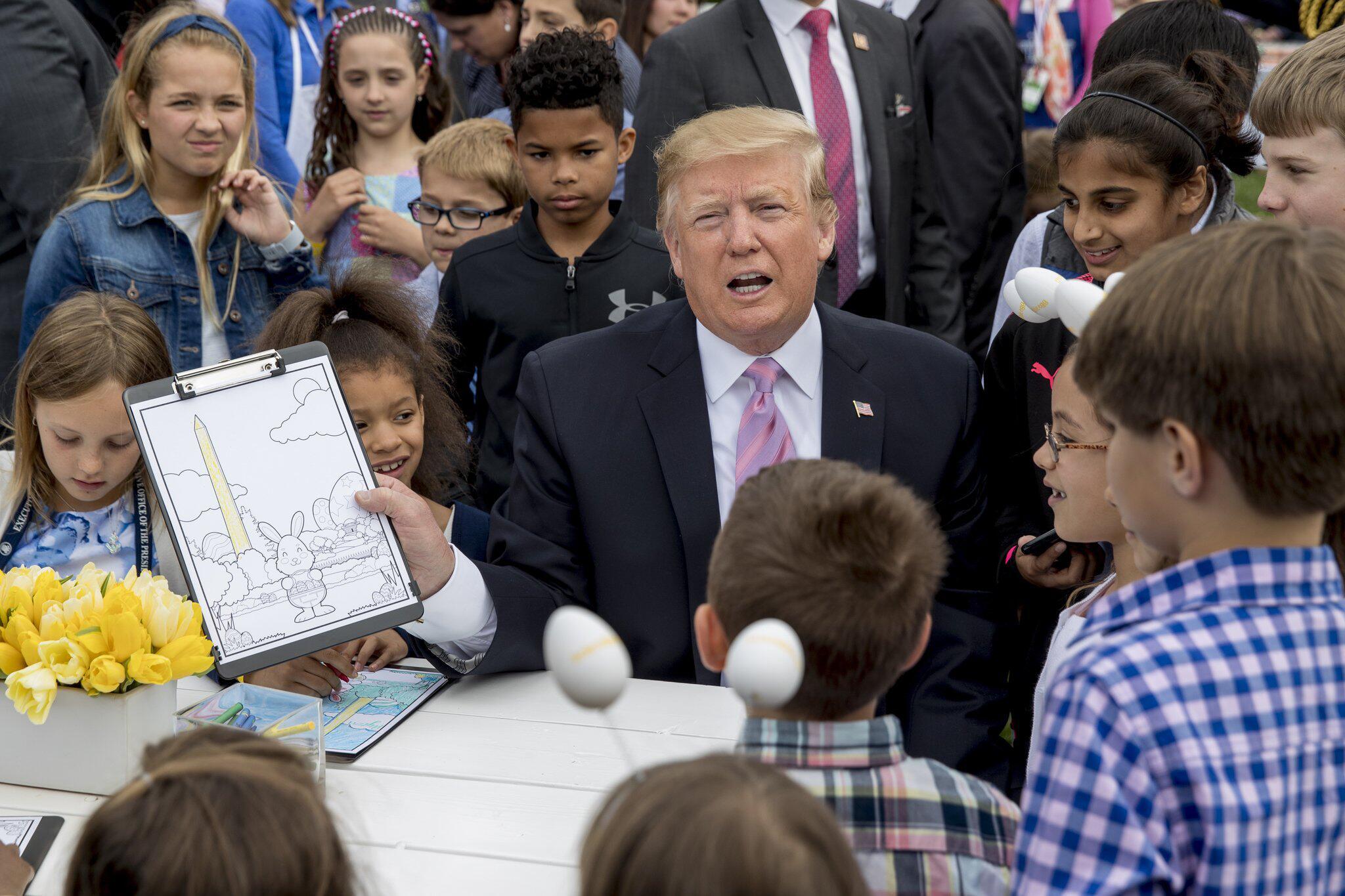 Bild zu Traditionelles Ostereierrollen im Weißen Haus