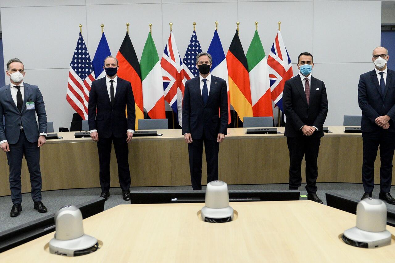 Bild zu Außen- und Verteidigungsminister der Nato-Staaten in Brüssel