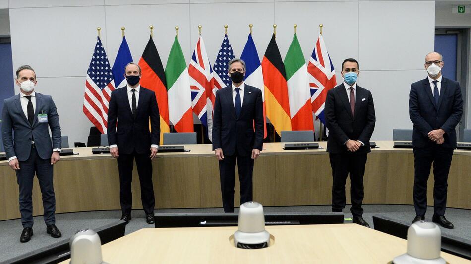 Außen- und Verteidigungsminister der Nato-Staaten in Brüssel