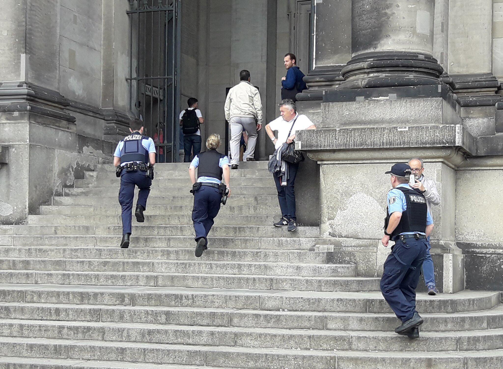 Bild zu Zwischenfall im Berliner Dom