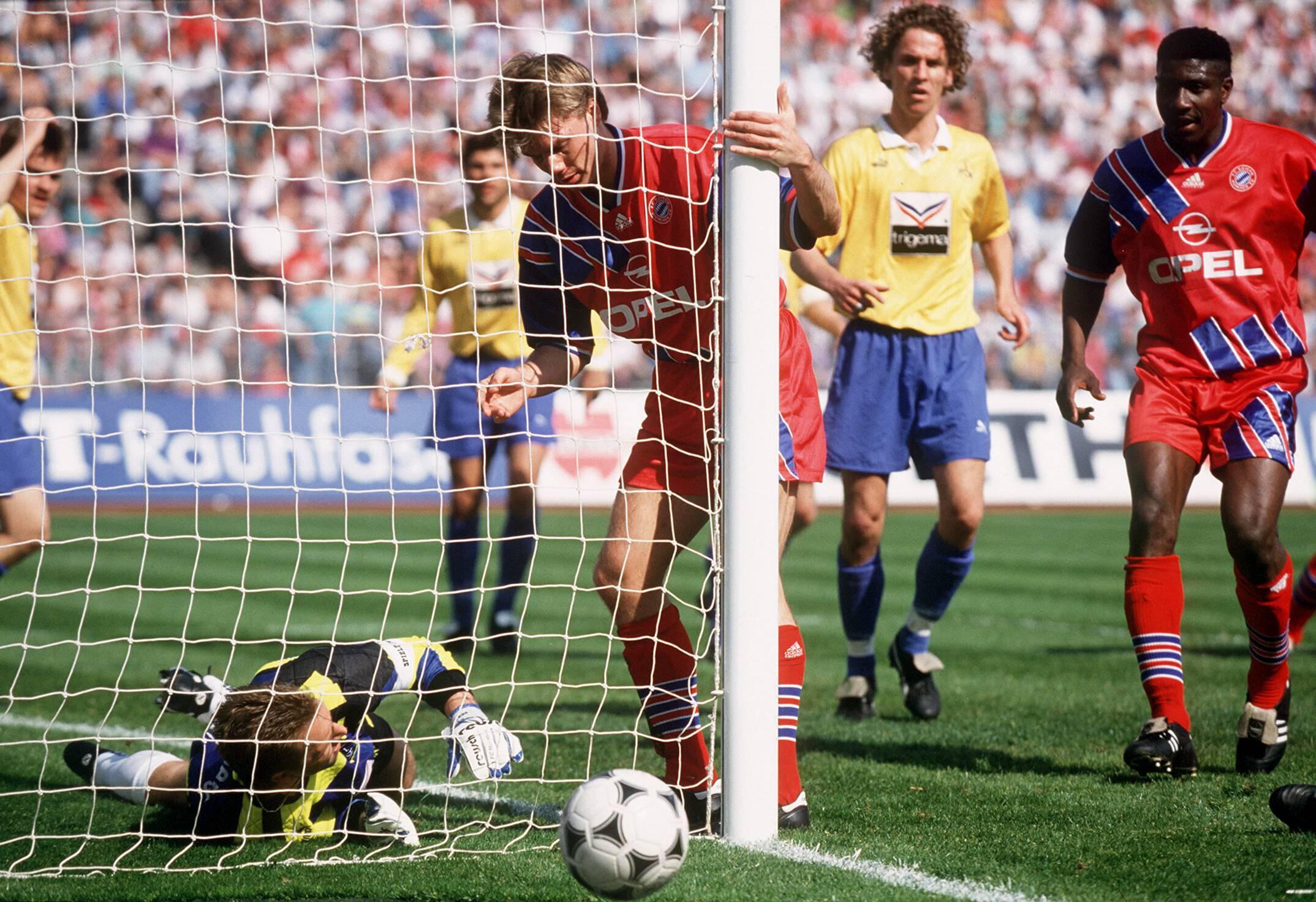 Bild zu Thomas Helmer, Tor, Bundesliga, Rekord, Fußball