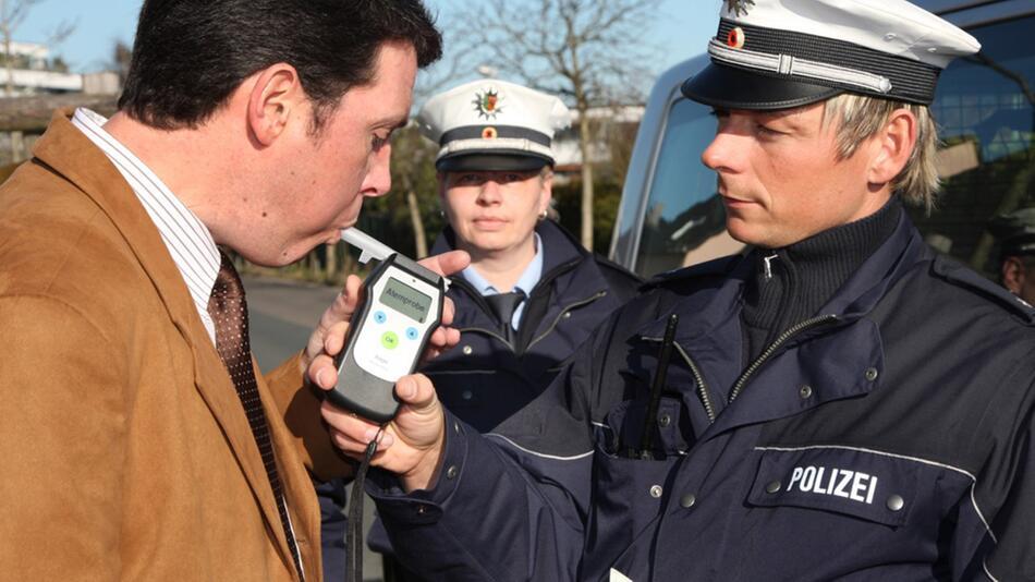 Bei Straftaten im Straßenverkehr droht nicht nur der Führerscheinentzug