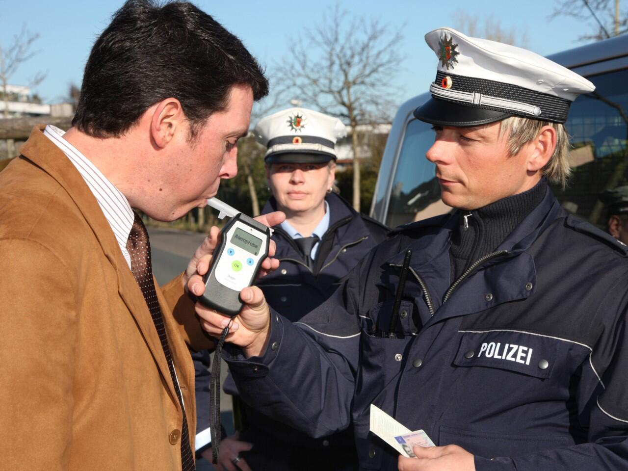 Bild zu Bei Straftaten im Straßenverkehr droht nicht nur der Führerscheinentzug
