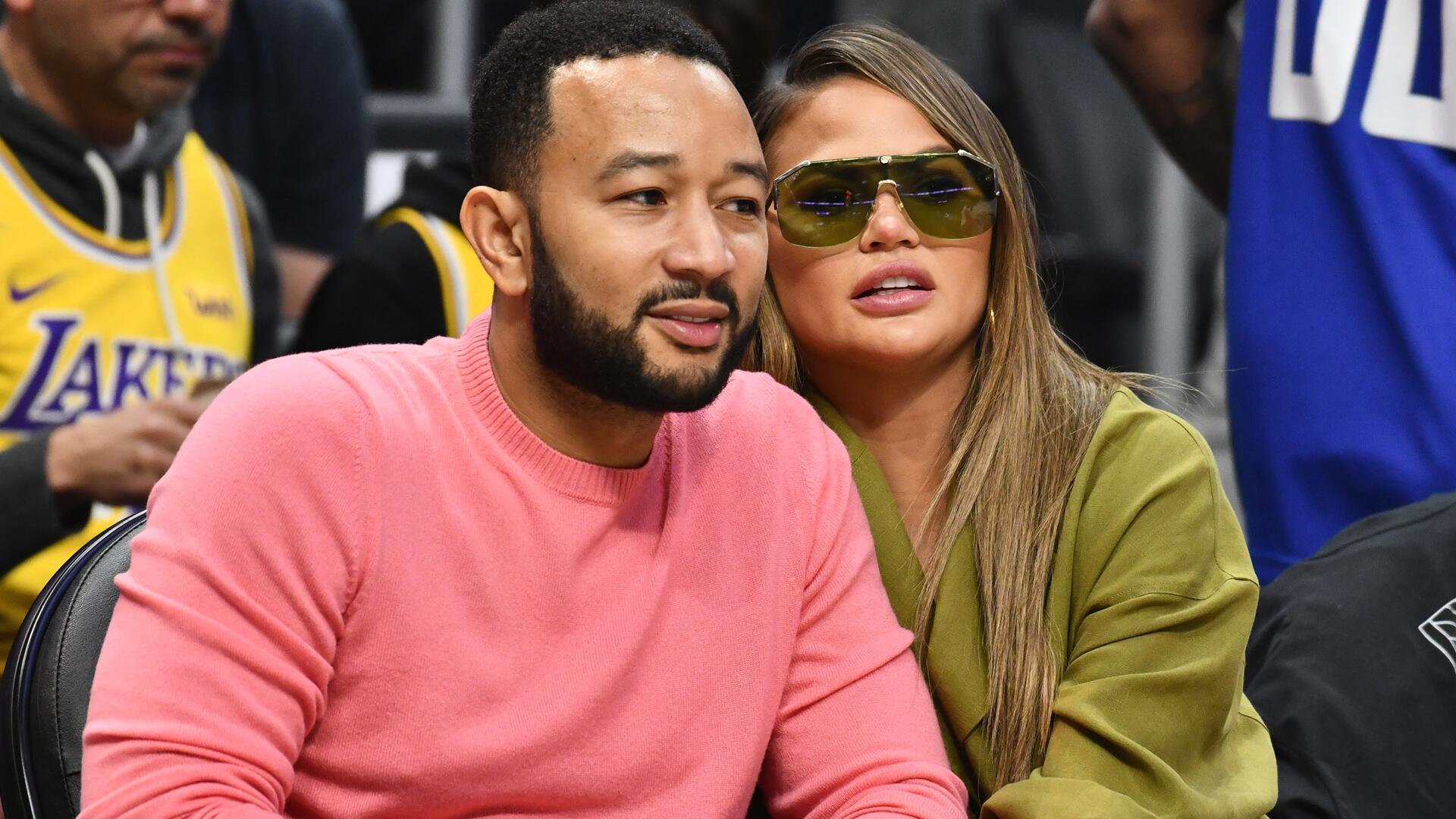 Bild zu John Legend und Chrissy Teigen gehen sehr offen mit der Fehlgeburt ihres Kindes um.