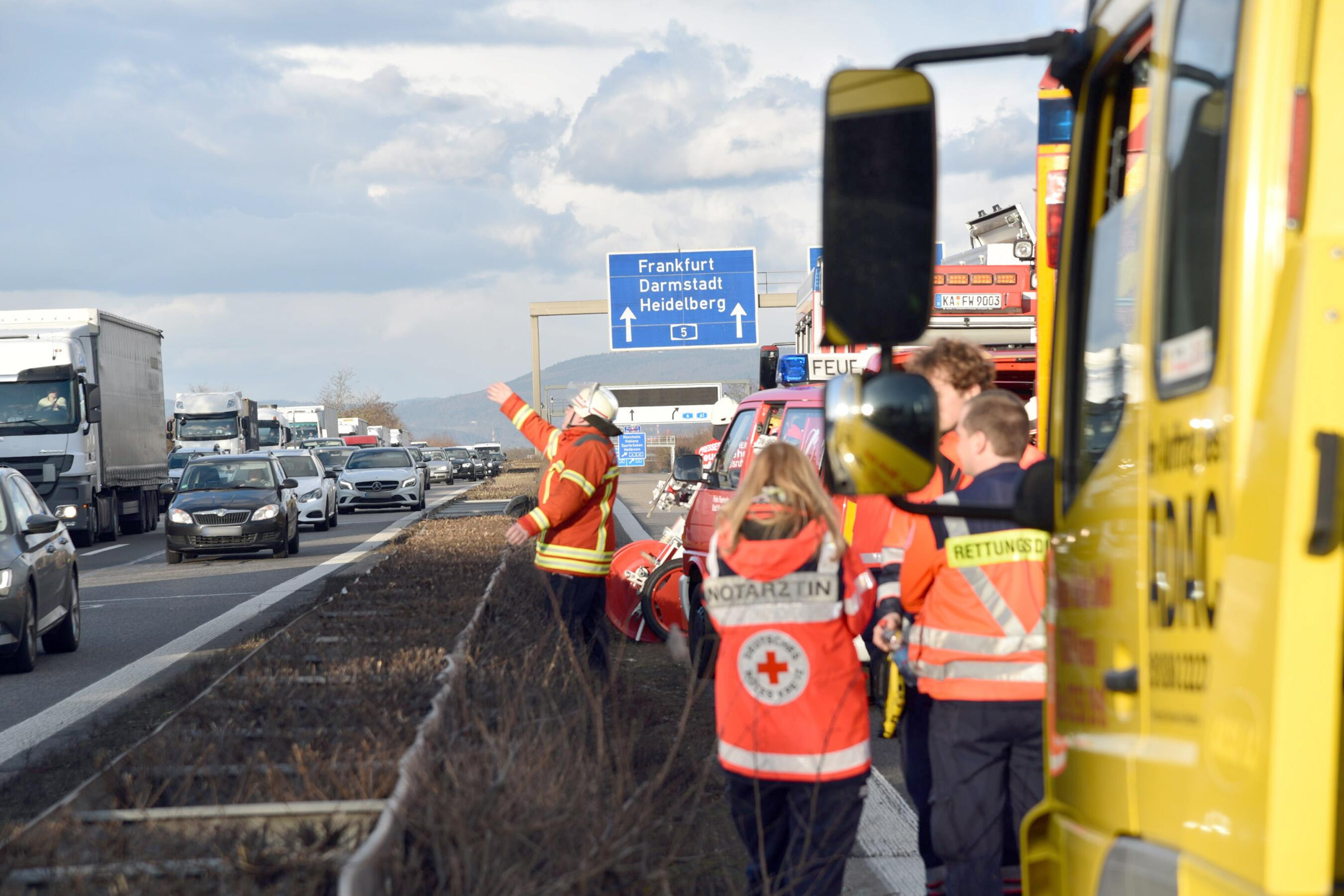 Bild zu Schwerer Verkehrsunfall auf der A5 bei St. Leon-Rot