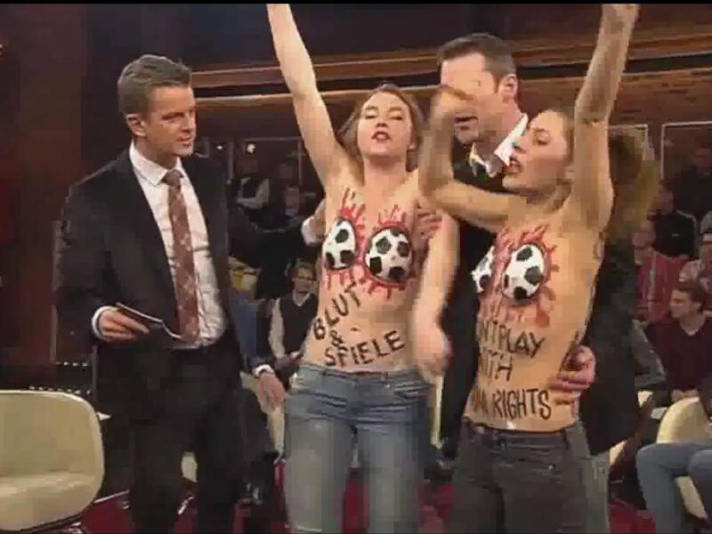 Bild zu Femen stürmen Markus Lanz-Show