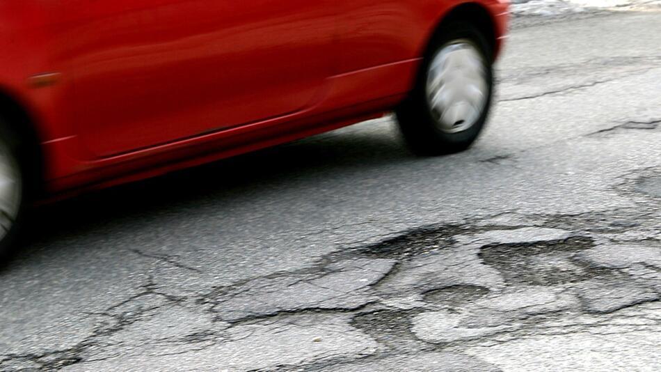 Straßenschäden: Nicht selten gleichen deutsche Straßen einem Flickenteppich