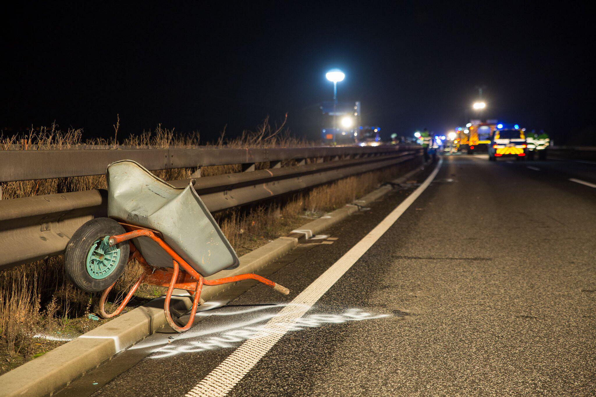 Bild zu Schubkarre auf Autobahn verloren