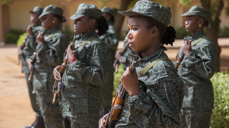 Bild zu Soldatinnen im Anti - Terrorzentrum . Niamey/Niger