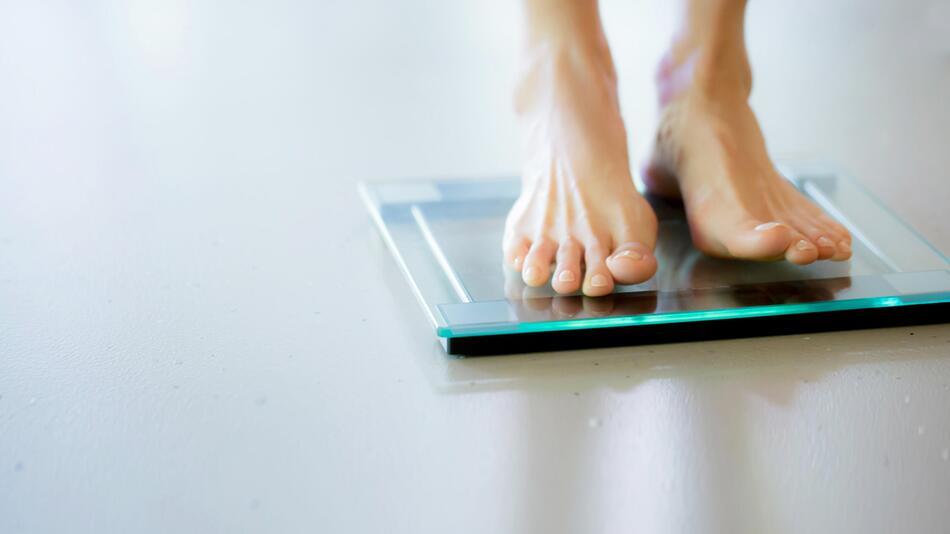 waage, wiegen, gewicht, körperfettwaage, körperanalysewaage, gesundheit, übergewicht, abnehmen