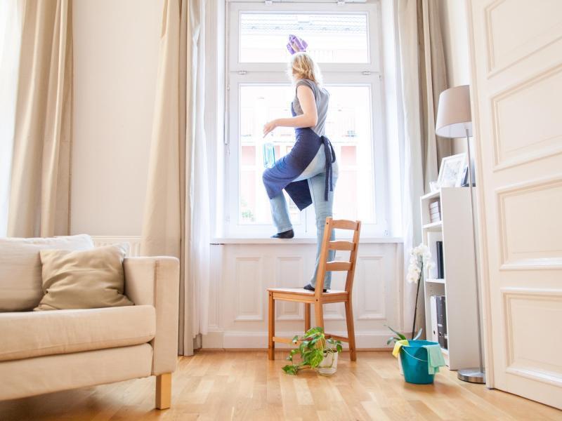 steuerbonus f r putzkraft auch bei buchung ber vermittler. Black Bedroom Furniture Sets. Home Design Ideas