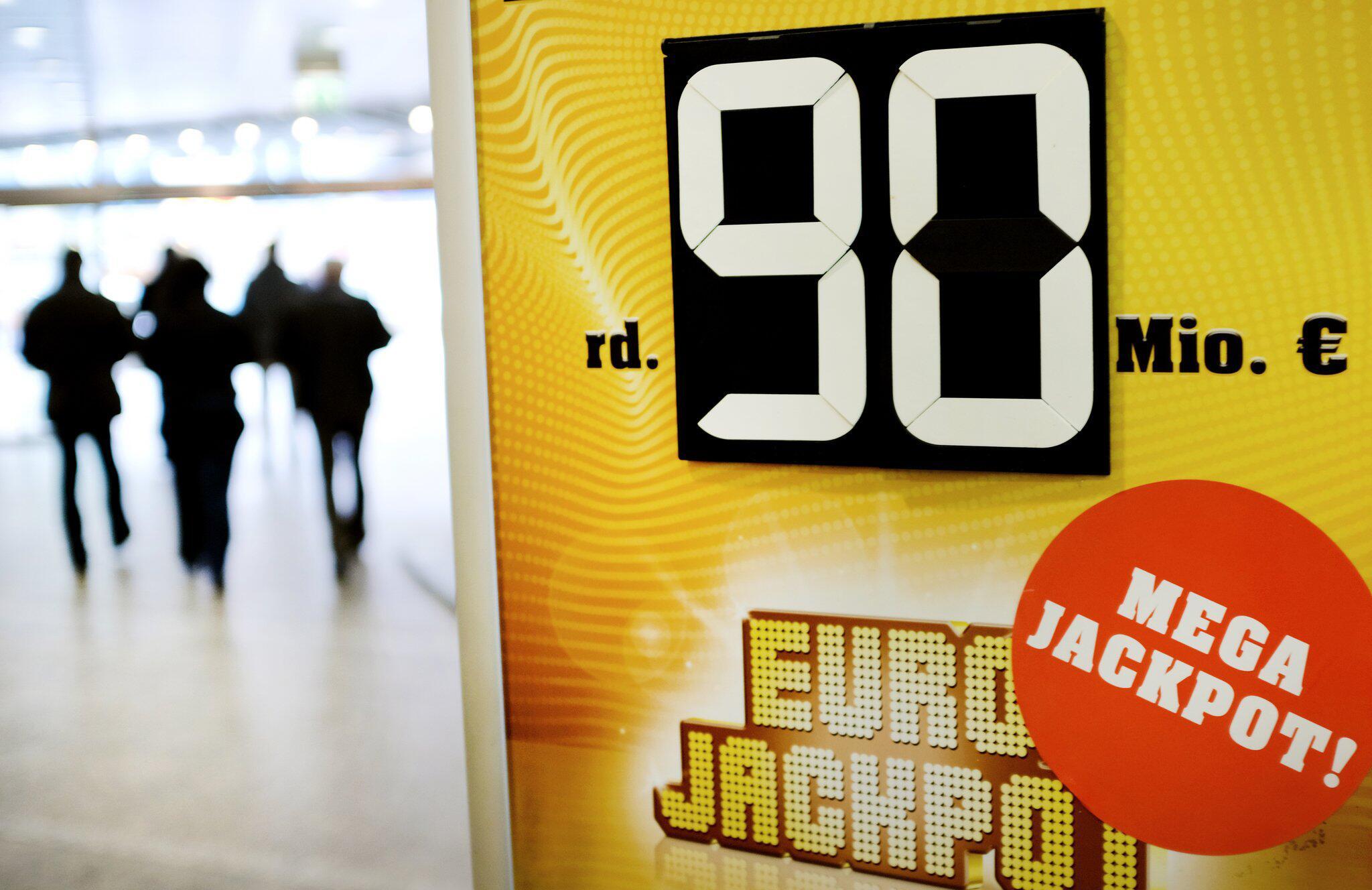 Nordrhein-Westfalen - Riesen-Eurojackpot geht nach Deutschland und Polen