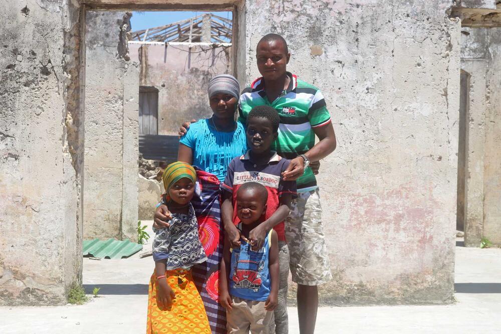 Ussene und seine Familie in Mosambik
