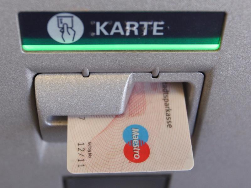 Bild zu Bankkarte im Automaten