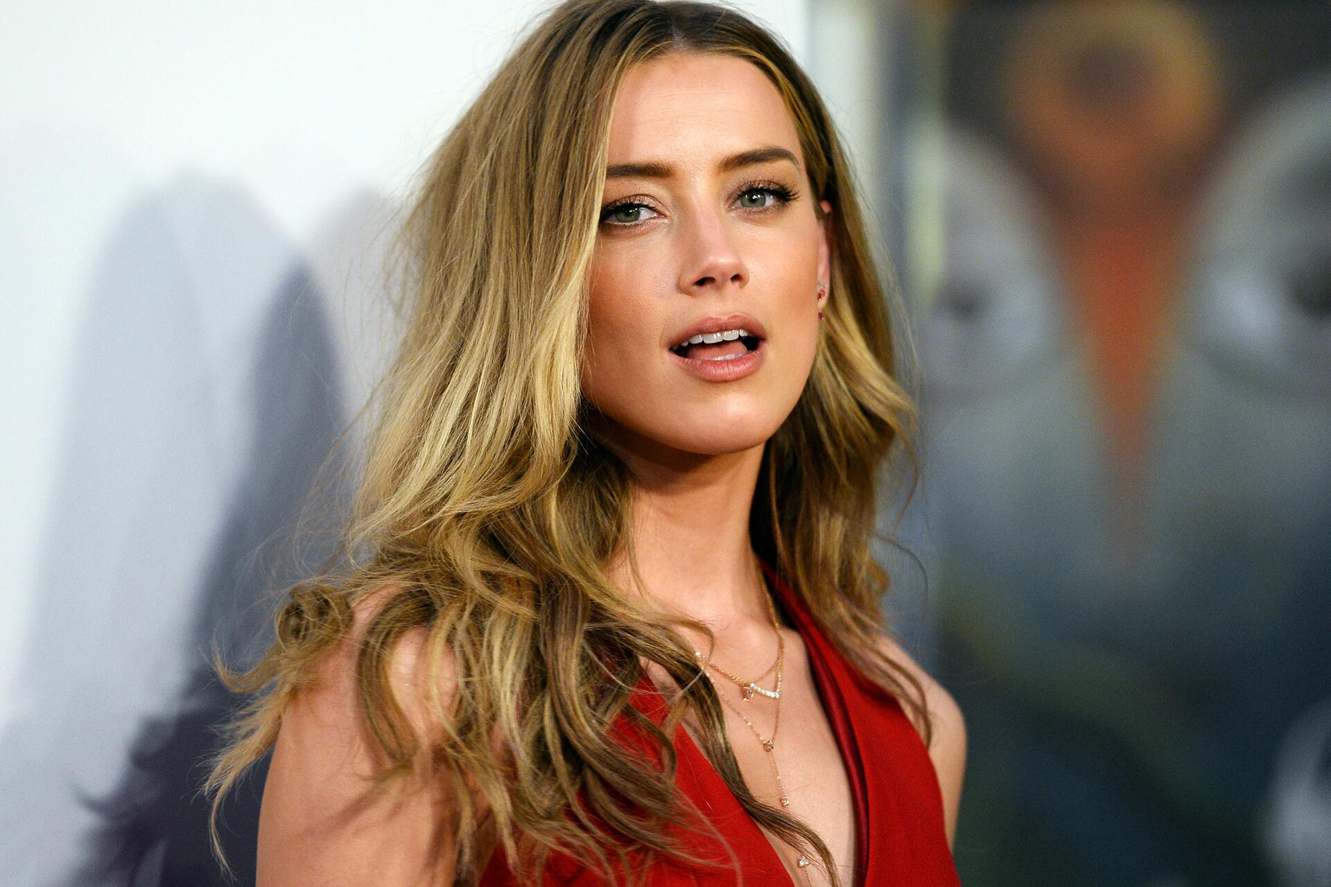 Bild zu Amber Heard, Johnny Depp, Spende, Scheidung