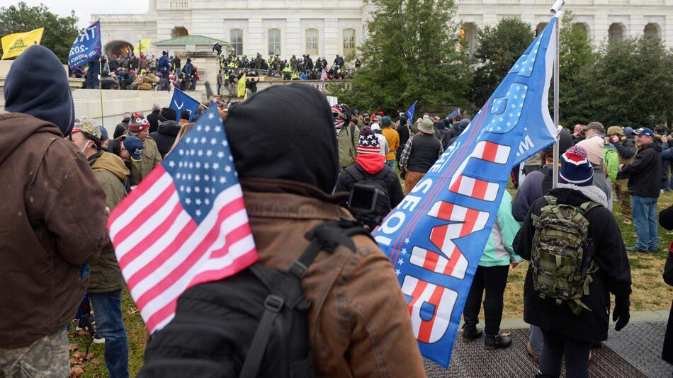 """""""Inländischer Terrorismus"""" war der Angriffs aufs Kapitol, sagt FBI-Chef Wray."""